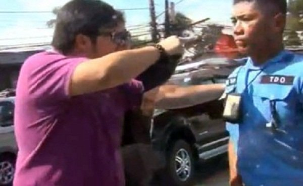 Source: http://newsinfo.inquirer.net/252634/why-mmda-traffic-aide-took-it-on-the-chin